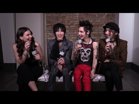 Interview with Palaye Royale (Round Five - Palaye Do My Make-Up)