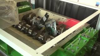 Переработка принтеров с помощью шредера RM1350. http://netmus.ru(Двухвальный шредер RM1350/2-1500-45 (щипальная машина) Данная модель шредера используется для измельчения электро..., 2014-08-05T13:02:45.000Z)