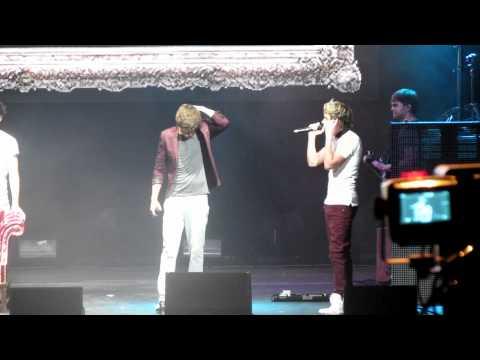 Niall Horan singing Ed Sheeran's The A-team in Tampa 6/29/12