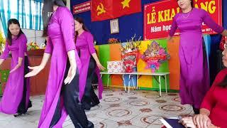 """Múa """"Cô đi nuôi dạy trẻ"""". Khai giảng năm học 2017 - 2018. Trường MN  Bắc Nam. Thổ Tang - Vĩnh Tường."""