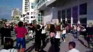 israelis dancing in the streets