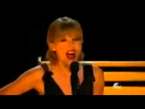 Taylor Swift Live At The CMA Music Awards 2013 Performing 'Red'