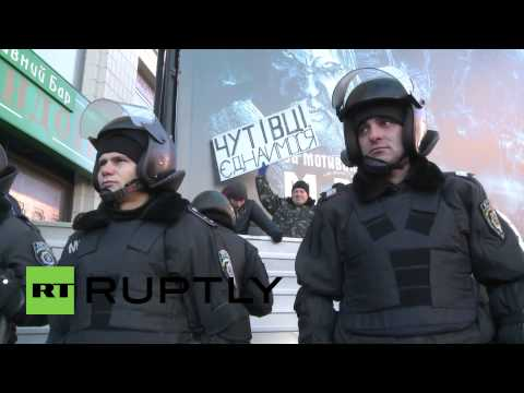 Ukraine: Riot police at the ready as pro-govt rally warms up