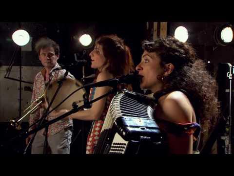 Radio Tutti feat. Barilla Sisters - «Pizzicarella mia»
