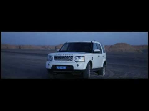 Behind the scenes of shooting the Land Rover Discovery 4 in Dunhuang, China.