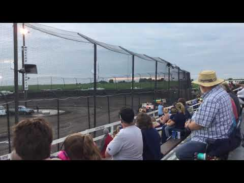 Dirt racing at Macon speedway