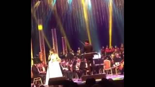 بلقيس تنهار على مسرح دار الأوبرا المصرية.. صور وفيديو