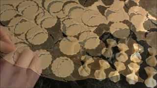 Домашняя лапша. Домашние макароны- бантики!(Как приготовить домашнюю лапшу? Макароны-бантики? Легко! Смотрите видео., 2015-02-11T22:53:05.000Z)