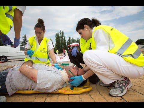 Un coche arrolla a 50 personas en una terraza de verano (simulacro de enfermería)