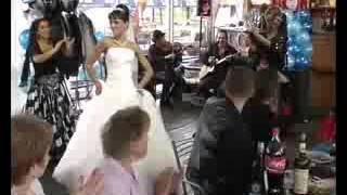 Скрипка на свадьбу СПб, ЛО. Невеста отжигает со скрипачом. Музыка на праздник.