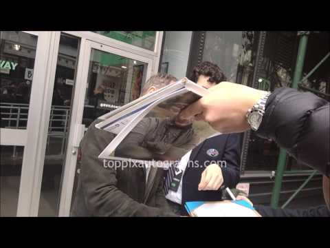 Michael McElhatton  SIGNING AUTOGRAPHS while ting in NYC