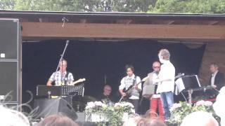 Robin Novak singing Never Say Die (Iron Eagle)