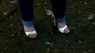 Bullenpeitsche knallen im Wald in engen Jeans und High Heel Zoccolis  Teil  3