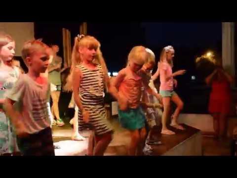 Paphos Gardens Holiday Resort 3* (Кипр/Пафос)  мини диско