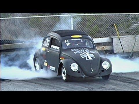 VW bug vs Ford Mustang GT, street cars drag racing