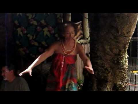 Typical Samoan food and cooking (umu) explained by Tisa (fro