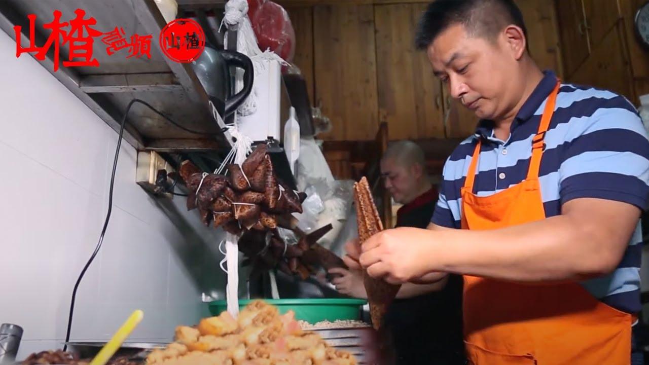 大哥做豹紋粽子12年,8塊錢壹個肉粽,端午節日賣800個!吃起來醇香四溢,讓人回味無窮!