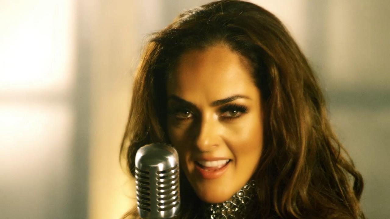 Andrea García Al Desnudo video. andrea garcía se lanza como cantante. la taquilla