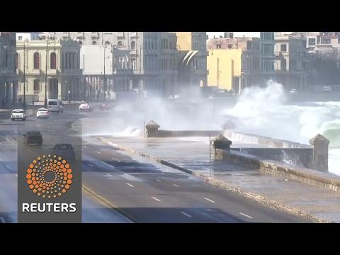 Huge waves trigger floods in Cuba's capital