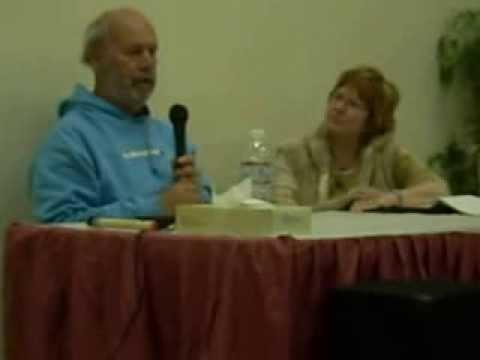 Geoffrey Lewis speaking in Lone Pine. (2008)