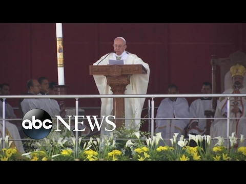 Pope Francis celebrates Mass in Cairo amid tight security