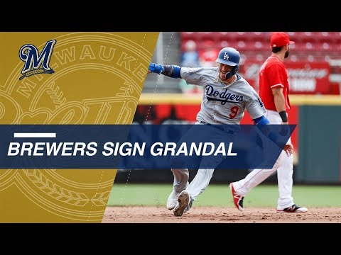 Yasmani Grandal enters free agency