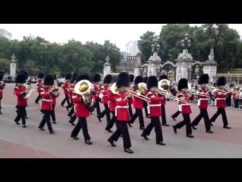 Buckingham Palace - Changing of the guards - London - Wachwechsel (2)