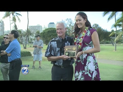 Honolulu Mayor honors Michelle Wie with key to the city