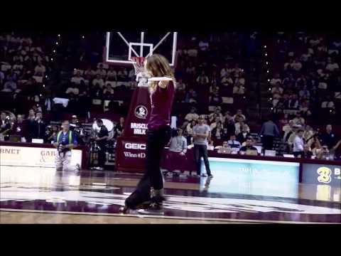 Amazing Frisbee Dog Halftime Show!