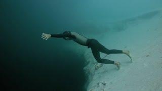Freediving Dean's Blue Hole Погружение на дно Голубой дыры Дина 202 м. | Фридайвинг Гийом Нери