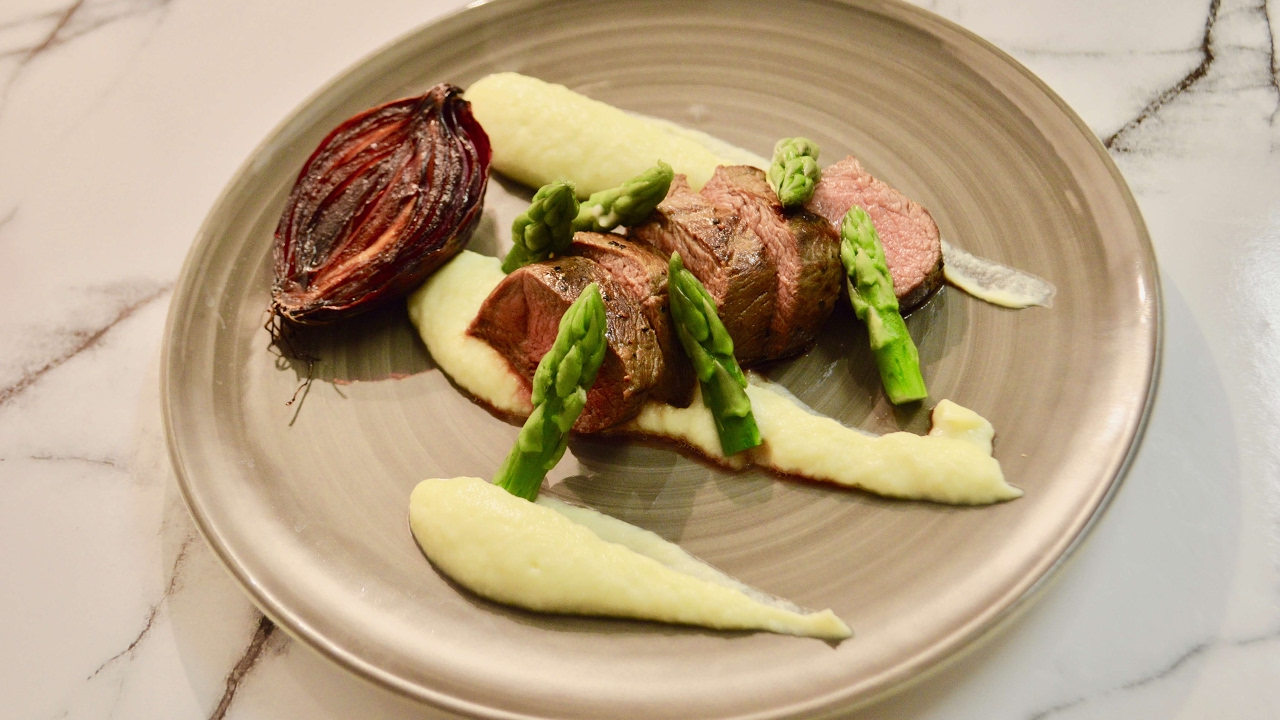 How to cook delicious venison steaks in a fine dining way ...