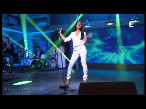 Anggun singing White and Black Blues @ Du côté de chez Dave (May 17, 2015)