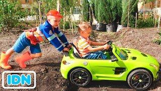 Nikita naik mobil anak anak dan terjebak di tanah Vlad menarik traktor
