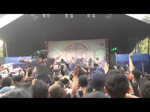 (Konser Pelangi Biru) Iwan Fals-Mimpi Yang Terbeli