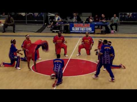 Harlem Globetrotters - Best Hook Shot Ever -London 8/6/2010