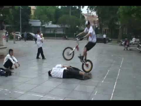 Clip xe dap nhao lon (part 1)