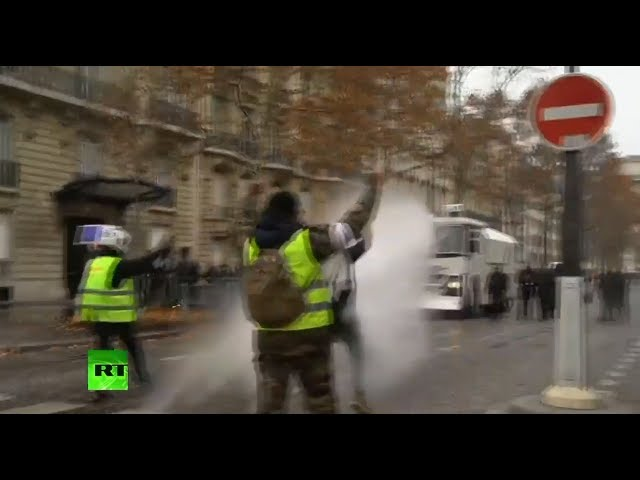 police-unleash-water-cannon-on-yellow-vests-protesters-in-paris