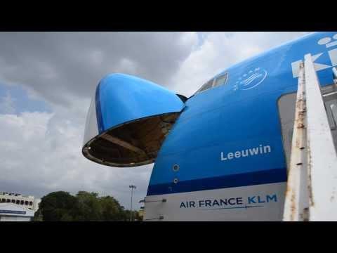 Boeing 747-400ERF opening Nose Cargo Door