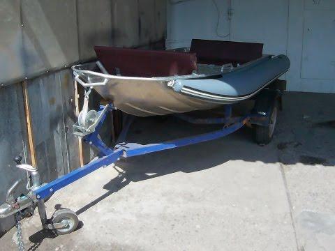 Лодка с надувными баллонами.