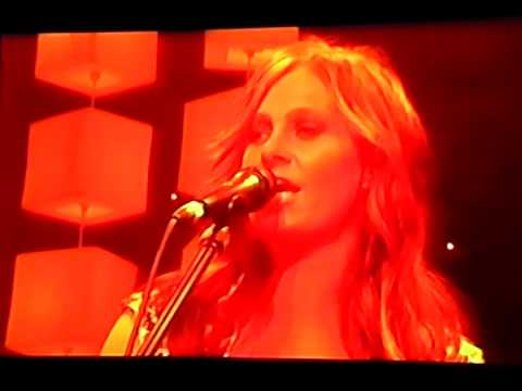Barricades and brickwalls- Kasey Chambers (live)