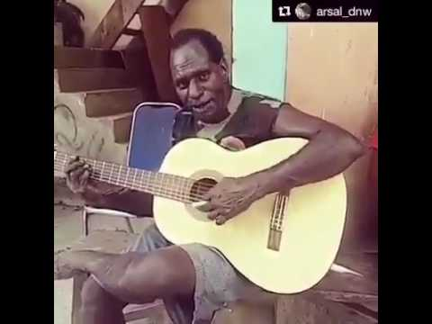 Orang papua nyanyi lagu buton