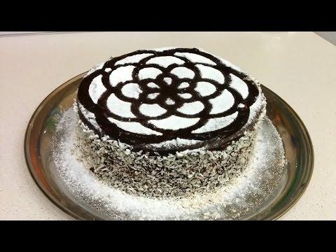 торт праздничный бисквитный со взбитыми сливками и фруктами в шоколадной глазури