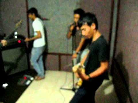 Eiffel Band - Ungu ( I need u ) Cover Travel Video