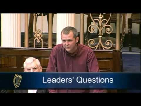 Richard Boyd Barrett challenges Tanaiste Eamon Gilmore over Water Charges Leaflet