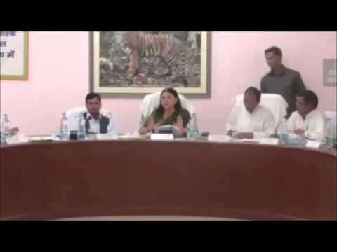 Menaka Gandhi Favor Sonia Gandhi