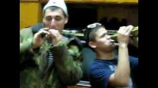 Солдаты замутили клип в кабинете у начальника Ржач.mp4