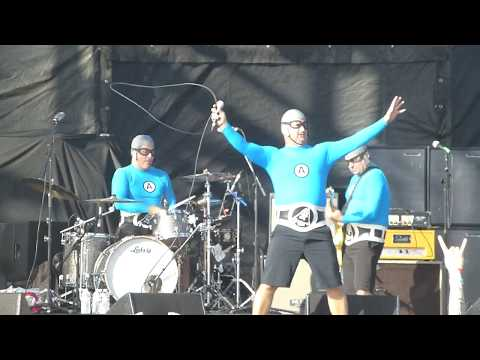 The Aquabats - Shark Fighter - BACK TO THE BEACH FEST