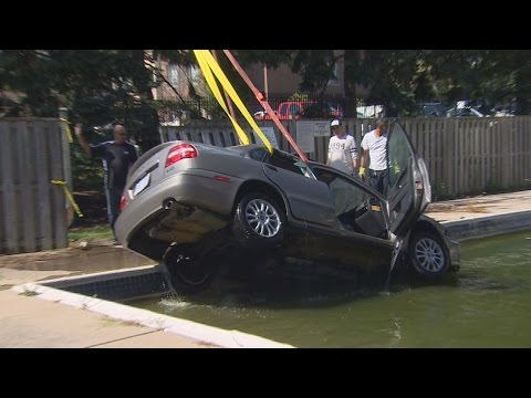 Car pulled from swimming pool