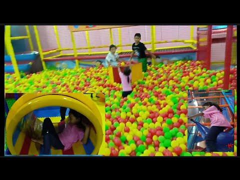 Almara Bermain Di PlayGround | Transmart Kids Zone