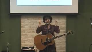 浜松北キリスト教会で2017年10月29日に行われたサルーキ=、神山みささ...